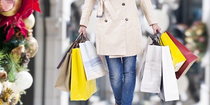 5 TIPS TO KEEP YOUR BUDGET IN CHECK THIS HOLIDAY SEASON